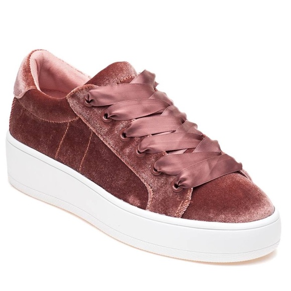 960c11c3469 🆕Steve Madden Bertie V Blush Velvet Sneakers NWOB.  M 5a3597a9d39ca2c6230210c3